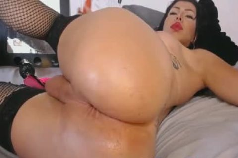 lascivious tranny Inserts A large fake penis Her wazoo