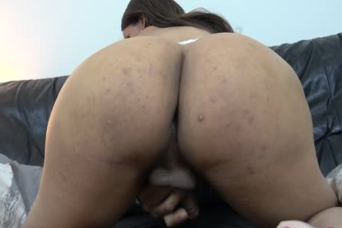Shania Reyes Shows Off Her recent large love muffins