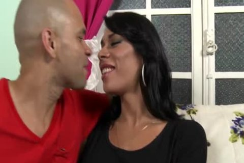 Cuminmouth Brazilian transsexual ass hammered